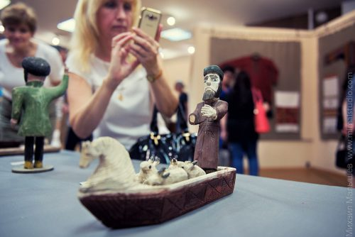Выставка из собрания искусствоведа проходит сегодня в Ростове, в публичке. Фото Миши Малышева (www.mimalstudio.com)