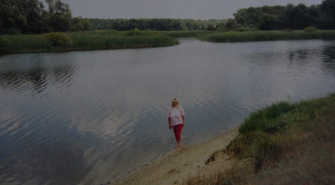 Райский уголок. Таня. Фото: Валерий Кульченко. 2000 год.