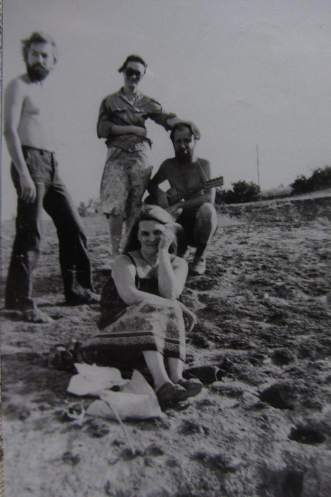 Володя Сухоруков, Таня Сухорукова. Сидят: Кульченко Валерий и Таня. Хутор Камышный. 1984 год