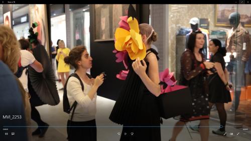 Венера Казарова и выращенная ею девушка- цветок