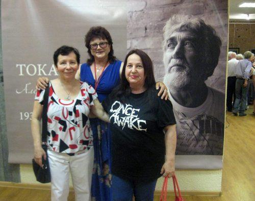 На выставке памяти Александра Токарева. Лариса Худобина, в центре - не зню, Александра Вольвич. Кто снял ?