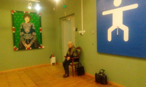 Валентина Яншина смотритель Музея ИЗО на Чехова. Выставка Сергея Шнурова