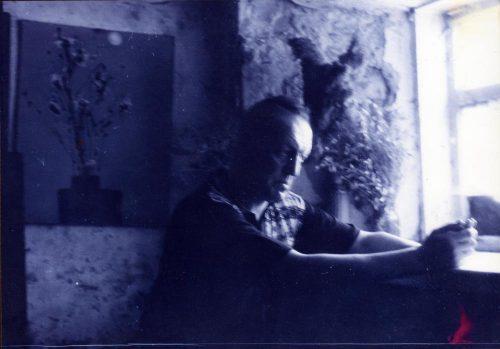 Леонид Стуканов в Таганроге на улице Фрунзе 26. Фото: Алексей Яковлев. 1994 год