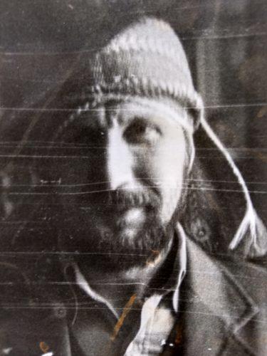 Валерий Кульченко в поисках образа. В гостях у друга. 1980 год. Фото Е.Покидченко.
