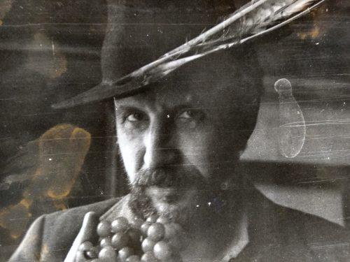"""""""Сегодня с вами я, цыгане!"""". Валерий Кульченко гостит у Евгения покидченко. 1980 год. Фото Е.Покидченко."""