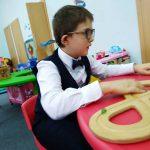 Про помощь слепым и глухим малышам