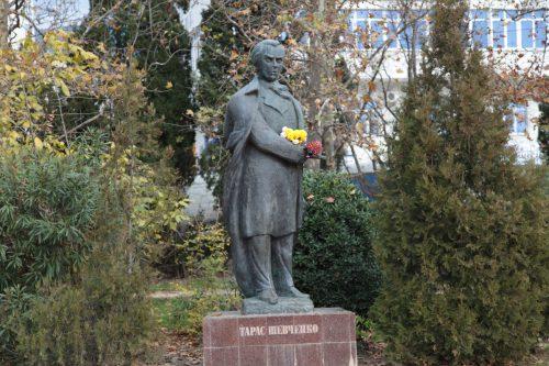 Памятник поэту Тарасу Шевченко. Ялта. Фото: Галина Пилипенко