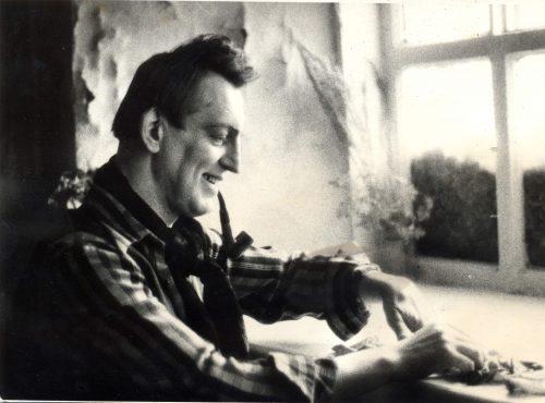 Леонид Стуканов в мастерской, 1992 г.