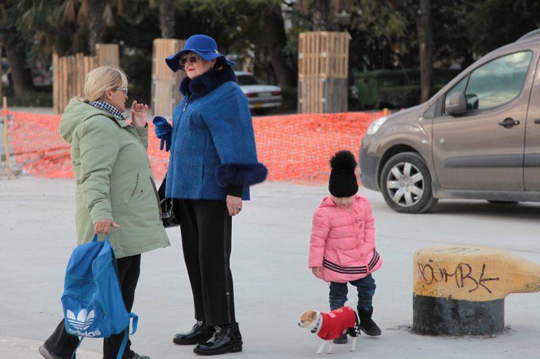 Дамы с собачкой. Ялта. Фото: Галина Пилипенко. Ladies with a dog. Yalta. Photo: Galina Pilipenko.